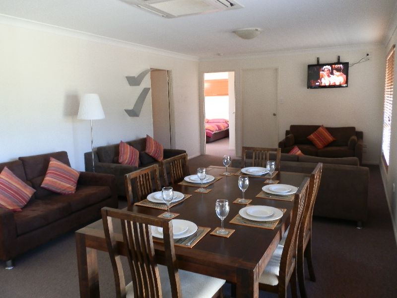 Wisteria Lodge Spacious Dining & Lounge Area